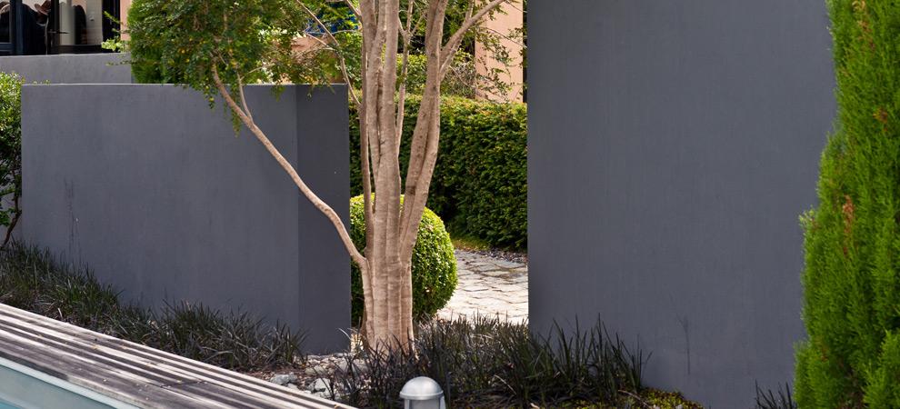 Mur maçonné décoratif autour d